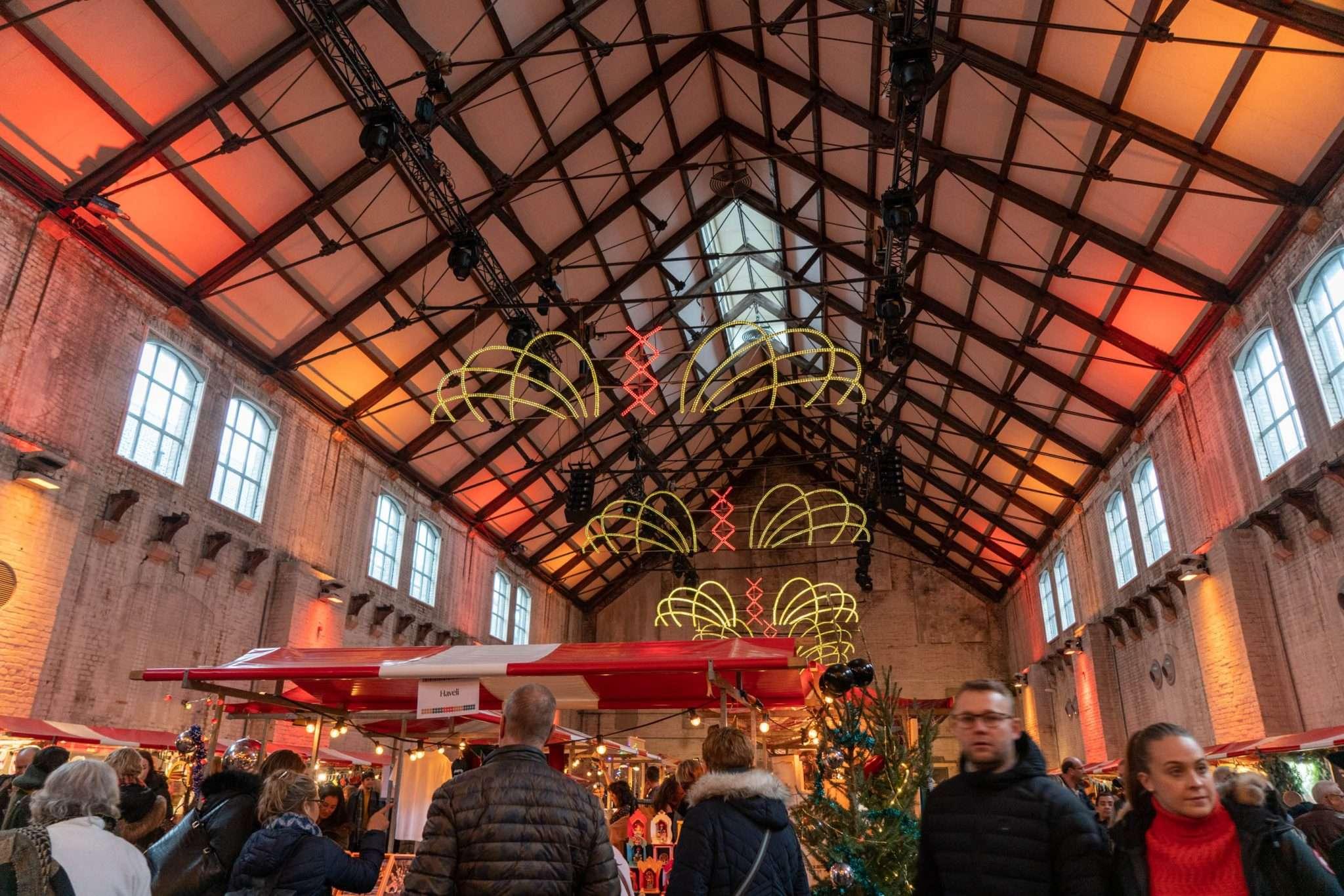 Amsterdamsche Kerstmarkt inside
