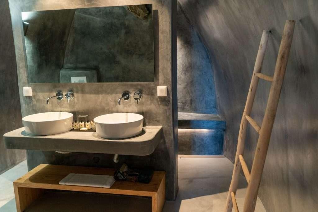 Demeter Dave House bathroom